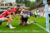 Henry Thomas of Bath Rugby looks to score a try but is dragged into touch. Gallagher Premiership match, between Bath Rugby and Gloucester Rugby on September 8, 2018 at the Recreation Ground in Bath, England. Photo by: Patrick Khachfe / Onside Images