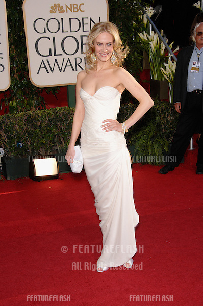 SARAH PAULSON at the 64th Annual Golden Globe Awards at the Beverly Hilton Hotel..January 15, 2007 Beverly Hills, CA.Picture: Paul Smith / Featureflash