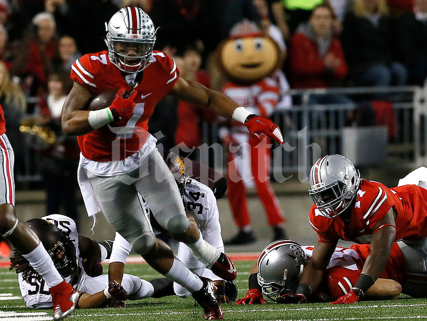 Ohio State Buckeyes wide receiver Braxton Miller (1) runs the ball in the first half of their game at Ohio Stadium in Columbus, Ohio on November 7, 2015. (Columbus Dispatch photo by Brooke LaValley)