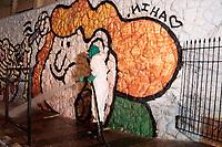 Campinas (SP), 10/04/2020 - Covid-19/Limpeza - Funcionários da prefeitura da cidade de Campinas, interior de São Paulo, fazem a higienização das vias públicas, calçadas e acessos de cerca de 20 unidades hospitalares como forma de conter o avanço da pandemia da covid-19, na madrugada desta sexta-feira (10).