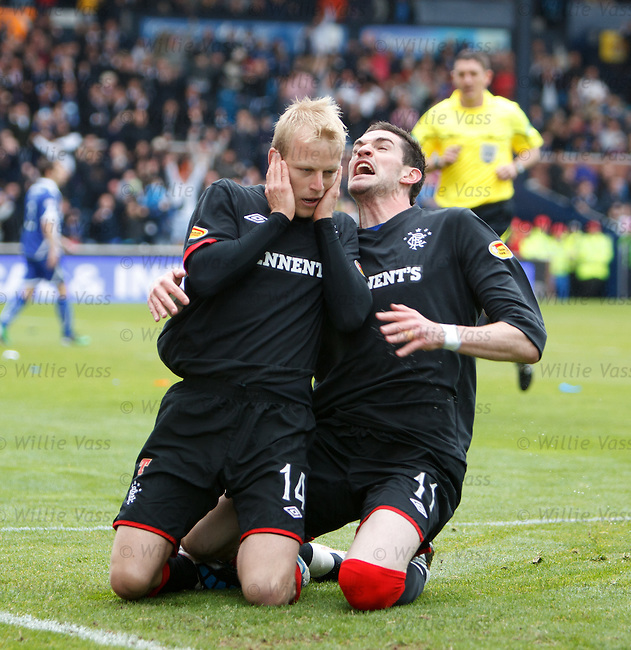 Steven Naismith celebrates goal no 2 with Kyle Lafferty