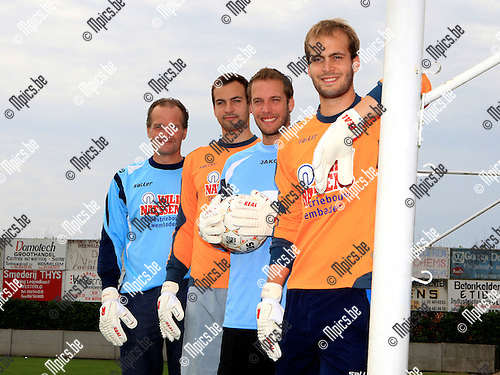 2010-06-21 / Voetbal / De Keepers uit de familie De Winter. vlnr. vader Guy, Yannick (Westerlo), neef Philip (Houtvenne) en Yves (Westerlo)..Foto: mpics