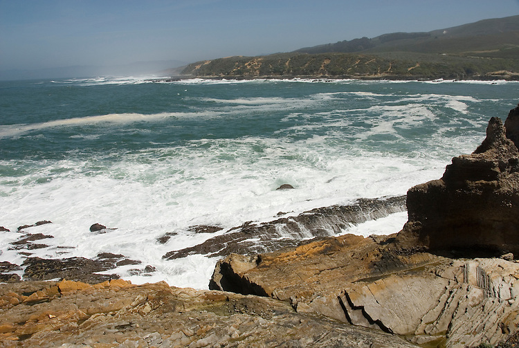 California, San Luis Obispo County: Montana de Oro state park offers scenic coastal views and tide pool exploring..Photo caluis182-70916..Photo copyright Lee Foster, www.fostertravel.com, 510-549-2202, lee@fostertravel.com