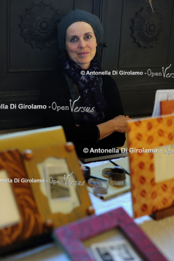 Evelyne Baly, decorazioni e restyling.Porte aperte alla Upter.Mostra mercato di artigiani, artisti e cultori del vintage ospitata nei locali della Università Popolare di Roma. La manifestazione si tiene ogni terza domenica del mese..Doors open at Upter.Trade Show fair of artisans, artists and lovers of Vintage. The event is in the premises of the Popular University of Rome and is held every third Sunday of the month..