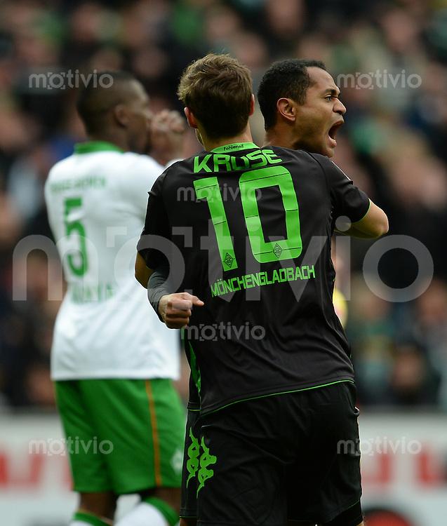 FUSSBALL   1. BUNDESLIGA   SAISON 2013/2014   21. SPIELTAG SV Werder Bremen - Borussia Moenchengladbach      15.02.2014 Torjubel nach dem 0:1: Max Kruse und Raffael (re, beide Borussia Moenchengladbach)