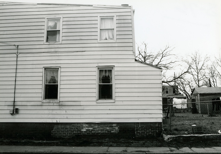 1993 March 22..Conservation.Huntersville 1 (R-70)..North Huntersville Study.Sequence 76.1618 Amelia side view Freemont Street.South side...NEG#.NRHA#.CONSERV:N.Hunt  1   3:2  FR2.