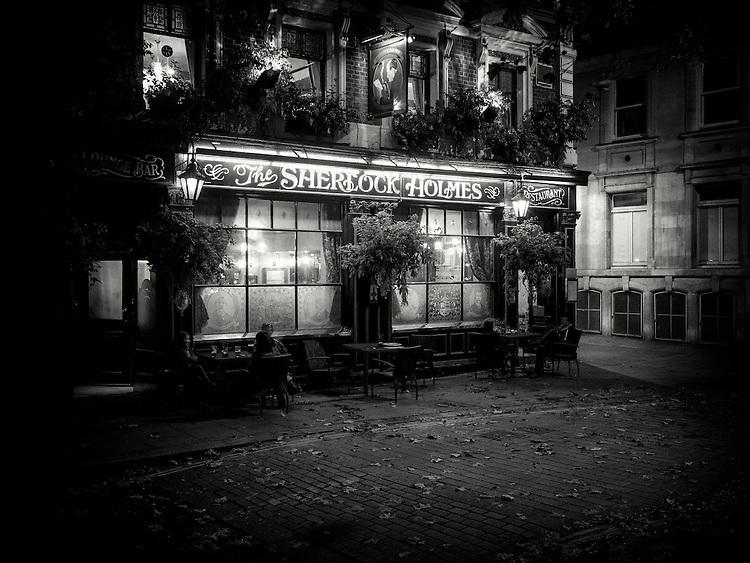 Sherlock Holmes pub, london, uk at night