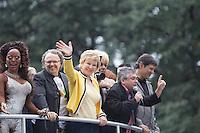 SAO PAULO, SP, 02 JUNHO 2013 - PARADA DO ORGULHO GLBT - A Ministra da Cultura Marta Suplicy e o Prefeito Fernando Haddad desfilam no primeiro trio durante 17 Parada do Orgulho LGBT na Avenida Paulista, na tarde deste domingo, 02. (FOTO: MARCELO BRAMMER / BRAZIL PHOTO PRESS).