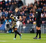 Nederland, Eindhoven, 25 november  2012.Eredivisie.Seizoen 2012-2013.PSV-Vitesse.Jonathan Reis (l.) van Vitesse heeft na het scoren van de 1-1 zijn wedstrijd-shirt uitgetrokken, op het shirt wat hij onder zijn wedstrijd-shirt aan heeft staat met grote letters 'JK'. Hij krijgt van scheidsrechter Bas Nijhuis (r.) een gele kaart voor zijn actie. .