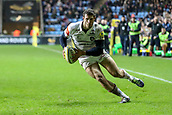 2nd December 2017, Rioch Arena, Coventry, England; Aviva Premiership rugby, Wasps versus Leicester; Jonah Holmes of Leicester Tigers jinks right close to the try line