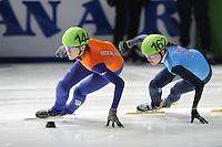 SCHAATSEN: DORDRECHT: Sportboulevard, Korean Air ISU World Cup Finale, 10-02-2012, Jorien ter Mors NED (144), Alyson Dudek USA (162), ©foto: Martin de Jong