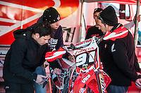 Honda mechnics at Spanish Motocross Championship at Albaida circuit (Spain), 22-23 February 2014