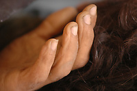 """Corpo de """"Cabeludo""""morto a tiros no PDS Esperança no dia seguinte a morte de Dorothy.<br /> <br /> Assassinato irmã Dorothy Stang<br /> O corpo da missionária americana Dorothy Stang, da congregação irmãs de Notre Dame, 73 anos, é levado por moradores e policiais para o avião que a levará a Belém onde será periciado pelo instituto médico legal,. Irmã Dorothy foi assassinada brutalmente as 7: 30 da manhã de ontem (12/02/2005) quando saia de uma casa no assentamento feito pelo Incra conhecido como  PDS Esperança. Conforme os  levantamentos preliminares a religiosa foi morta com 9 tiros , dois dos quais na cabeça.<br /> Anapú, Pará, Brasil<br /> 13/02/2005<br /> Foto Paulo Santos"""