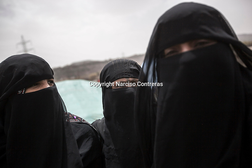 Thursday 09 July, 2015: Displaced women from the heavy fighting in Haradh bordertown are seen in Darawan, a temporary settlement in the outskirts of Sana'a, the capital city of Yemen. (Photo/Narciso Contreras)