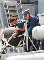 320 immigrati sono sbarcati nel porto di nave dalla nave Scirocco <br /> nella fotodisinfezione della nave dopo lo sbarco dei migranti