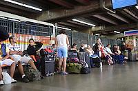 SAO PAULO, 29 DE MARCO DE 2013 - MOVIMENTACAO RODOVIARIA BARRA FUNDA - Movimentação de passageiros no Terminal Rodoviário da Barra Funda, região oeste da capital, na tarde desta sexta feira, 29. (FOTO: ALEXANDRE MOREIRA / BRAZIL PHOTO PRESS)