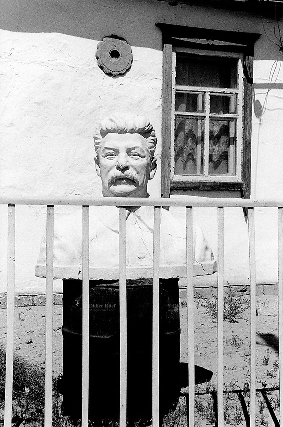 Kazakhstan. Bugin. Private house with an old Stalin statue from the former Soviet union time. Joseph Stalin ( born as Iosif Vissarionovich Dzhugashvili, December 18, 1878 - March 5, 1953) was General Secretary of the Communist Party of the Soviet Union's Central Committee from 1922 until his death in 1953. The village of Bugin is located in the Kyzyl Orda Province. © 2008 Didier Ruef
