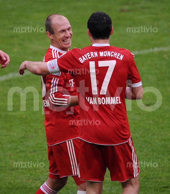 Fussball 1. Bundesliga :  Saison   2009/2010   10. Spieltag  24.10.2009 FC Bayern Muenchen - Eintracht Frankfurt  JUBEL nach dem  TOR zum 2:1 , Daniel van Buyten mit Mark van Bommel (FCB)