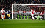 Nederland, Amsterdam, 20 februari 2014<br /> Europa League<br /> Seizoen 2013-2014<br /> Ajax-FC Salzburg<br /> Jonatan Soriano van FC Salzburg benut de strafschop. Jasper Cillessen, doelman (keeper) van Ajax is kansloos