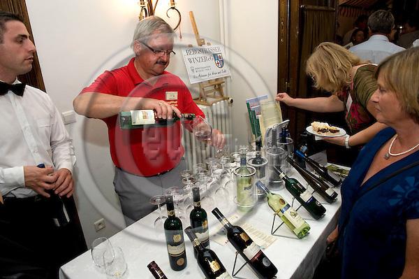 Bruessel - Belgien, 08. September 2009.'Hessisches Weinfest 2009' in der LV Hessen; hier, Praesentation / Aussteller / Stand:.Bergstraesser Winzer e.V..Photo: © Horst Wagner.Tel.: +49 179 5903216.Tel.: +32 486 966 116.wagner@eup-images.com