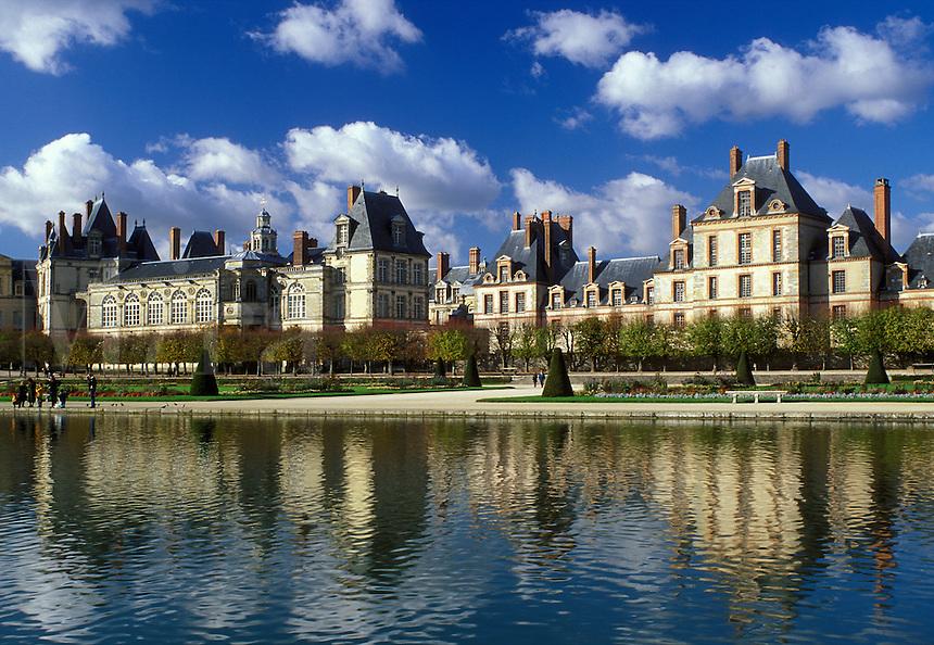 castle, Fontainebleau, chateau, France, Seine-et-Marne, Ile de France, Europe, The pool at the gardens at Chateau de Fontainebleau a 12th-century palace.