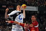 Nach 167 L&permil;nderspielen mit 576 Toren beendet Holger Glandorf seine Karriere in der deutschen Handball-Nationalmannschaft. Der 31-j&permil;hrige Linksh&permil;nder war 2007 Weltmeister und gewann im Juni mit der SG Flensburg-Handewitt die Champions League<br /> Archiv aus: <br />  WM 2007 - Deutschland , Spielort Halle (Westfalen) / Gruppe C / Vorrunde Deutschland (GER) vs Polen (POL) <br /> <br /> <br /> <br />  - Holger Glandorf (GER) gegen die polnische Abwehr<br /> <br /> <br /> <br /> Foto &copy; nordphoto <br /> <br /> <br /> <br />  *** Local Caption *** Foto ist honorarpflichtig! zzgl. gesetzl. MwSt.<br /> <br />  Belegexemplar erforderlich