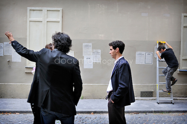 Tahar Rahim sur le tournage 'les hommes libres'. .Paris, le 12/08/2010.copyright: Magali Corouge / Documentography..