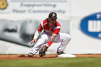 Batavia Muckdogs second baseman Taylor Munden (21) waits for a throw during a game against the State College Spikes August 23, 2015 at Dwyer Stadium in Batavia, New York.  State College defeated Batavia 8-2.  (Mike Janes/Four Seam Images)