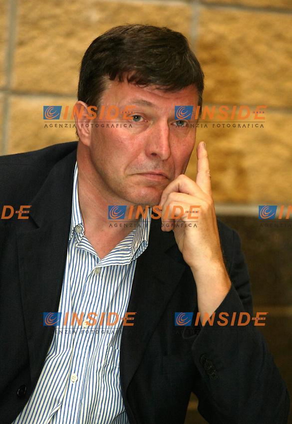 Roma 18 Giugno 2003<br /> Presentazione del &quot;Rapporto sui Diritti Globali 2003&quot; edito dal gruppo Abele e dalla CGIL.<br /> Sergio Segio, coordinatore della redazione