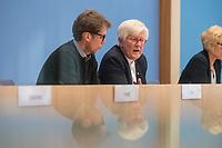 """Pressekonferenz zur Bilanz der Seenotrettung im Mittelmeer in 2019 am Donnerstag den 12. September 2019 in Berlin.<br /> An der Pressekonferenz nahmen teil: Christoph Hey, Projektleiter in Libyen, Aerzte Ohne Grenzen (1.vl.); <br /> Barbara Held, Aerztin und Seenotretterin; <br /> Tareq Alaows, Koordinierungskreis Bewegung Seebruecke; <br /> Mike Schubert, Oberbuergermeister Potsdam, Mitglied im kommunalen Buendnis """"Staedte Sicherer Haefen""""; <br /> Heinrich Bedford-Strohm, Vorsitzender des Rates der Evangelischen Kirche in Deutschland (EKD) (2.vr).<br /> 12.9.2019, Berlin<br /> Copyright: Christian-Ditsch.de<br /> [Inhaltsveraendernde Manipulation des Fotos nur nach ausdruecklicher Genehmigung des Fotografen. Vereinbarungen ueber Abtretung von Persoenlichkeitsrechten/Model Release der abgebildeten Person/Personen liegen nicht vor. NO MODEL RELEASE! Nur fuer Redaktionelle Zwecke. Don't publish without copyright Christian-Ditsch.de, Veroeffentlichung nur mit Fotografennennung, sowie gegen Honorar, MwSt. und Beleg. Konto: I N G - D i B a, IBAN DE58500105175400192269, BIC INGDDEFFXXX, Kontakt: post@christian-ditsch.de<br /> Bei der Bearbeitung der Dateiinformationen darf die Urheberkennzeichnung in den EXIF- und  IPTC-Daten nicht entfernt werden, diese sind in digitalen Medien nach §95c UrhG rechtlich geschuetzt. Der Urhebervermerk wird gemaess §13 UrhG verlangt.]"""