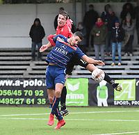 WINKEL SPORT - SK RONSE :<br /> kopbalduel tussen Mathias Velghe (rood) en Sofiene Lekehal (blauw)<br /> <br /> Foto VDB / Bart Vandenbroucke