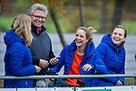 HUIZEN - Hockey -geblesseerde speelsters van Huizen, Mandy Visser, Amber Folmer en Anouk Bekkers   .Hoofdklasse hockey competitie, Huizen-Bloemendaal (2-1) . COPYRIGHT KOEN SUYK