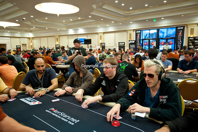 "Haviz Kahn, far left, sits at same table as Team Pokerstars Pro ""ElKy"""