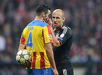 FUSSBALL   CHAMPIONS LEAGUE   SAISON 2012/2013   GRUPPENPHASE   FC Bayern Muenchen - FC Valencia                            19.09.2012 Adil Rami (li, Valencia CF) mit Arjen Robben (FC Bayern Muenchen)