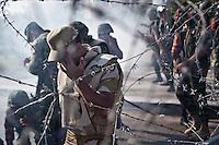 Des soldats de l'arm&eacute;e egyptienne r&eacute;agissent &agrave; un retour de gaz lacrymog&egrave;nes devant le si&egrave;ge de la Garde R&eacute;publicaine.<br /> <br /> Soldiers of the Egyptian army react to the return of tear gas outside the headquarters of the Republican Guard.