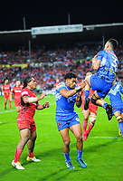 Timoteo Lafai takes a high ball during the 2017 Rugby League World Cup match between Toa Samoa and Mate Ma'a Tonga at FMG Stadium in Hamilton, New Zealand on Saturday, 4 November 2017. Photo: Dave Lintott / lintottphoto.co.nz