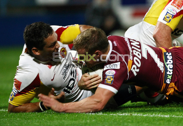 PICTURE BY VAUGHN RIDLEY/SWPIX.COM - Rugby League - Super League Playoffs - Huddersfield v Catalans - Galpharm Stadium, Huddersfield, England  - 25/09/09...Copyright - Simon Wilkinson - 07811267706...Huddersfield's Luke Robinson scores a try.