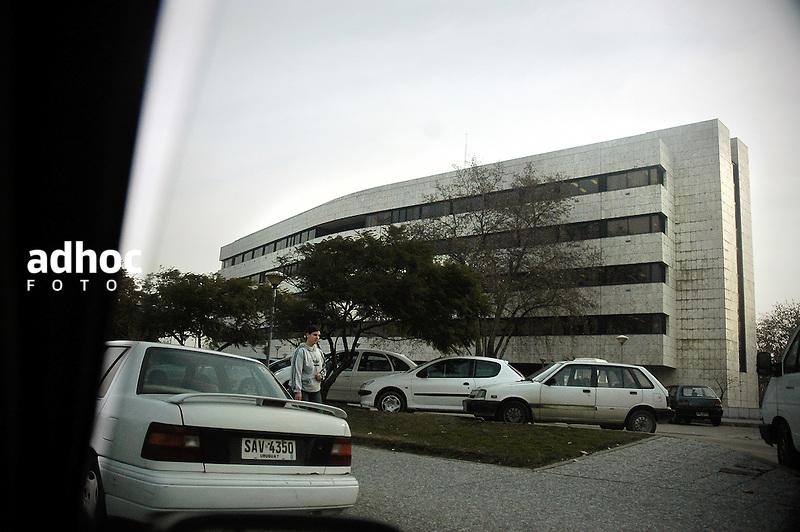 Edificio anexo del Palacio Legislativo. Montevideo, 2007.<br /> URUGUAY / MONTEVIDEO / <br /> Foto: Ricardo Ant&uacute;nez / AdhocFotos<br /> www.adhocfotos.com