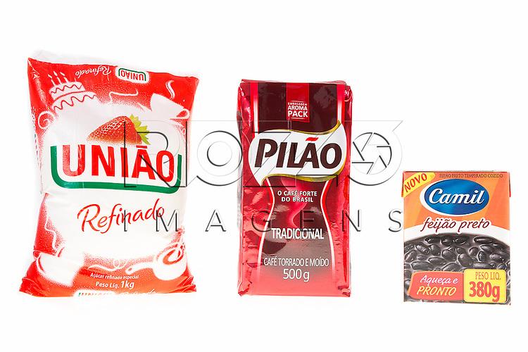 Açúcar de 1 Kg, café de 500g e feijão de 380g, São Paulo - SP, 04/2015.