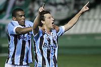 CURITIBA, PR, 22 DE AGOSTO DE 2012 – CORITIBA X GRÊMIO – Elano, do Grêmio, comemora o gol de empate contra o Coritiba durante o jogo de volta válido pela Copa Sul-Americana. A partida aconteceu na noite de quarta-feira (22), no Estádio Couto Pereira, em Curitiba. (FOTO: ROBERTO DZIURA JR./ BRAZIL PHOTO PRESS)