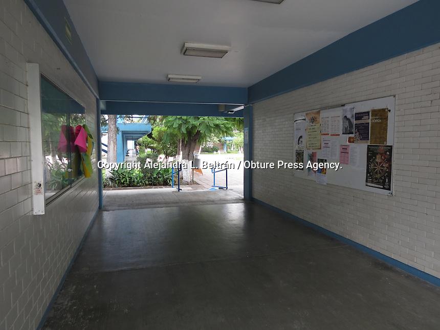 Querétaro, Qro. 19 de junio 2015. Estudiantes de la facultad de Enfermería liberaron las instalaciones que hasta hoy en la madrugado habían mantenido en paro; no obstante, las negociaciones en torno a la elección de director continúan. Foto: Alejandra L. Beltrán / Obture Press Agency.