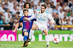 Mateo Kovacic (r) of Real Madrid battles for the ball with Sergi Roberto Carnicer of FC Barcelona during their Supercopa de Espana Final 2nd Leg match between Real Madrid and FC Barcelona at the Estadio Santiago Bernabeu on 16 August 2017 in Madrid, Spain. Photo by Diego Gonzalez Souto / Power Sport Images