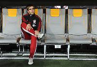 Fussball DFB Pokal:  Saison   2011/2012  2. Runde  26.10.2011 FC Bayern Muenchen - FC Ingolstadt 04 Philipp Lahm (FC Bayern Muenchen) auf der Ersatzbank