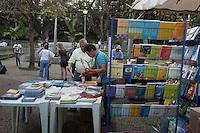 BELO HORIZONTE-MG-15.09.2013-Primeira virada cultural de Belo Horizonte- exposição e venda de livros no parque municipal- domingo,15-(Foto: Sergio Falci / Brazil Photo Press)