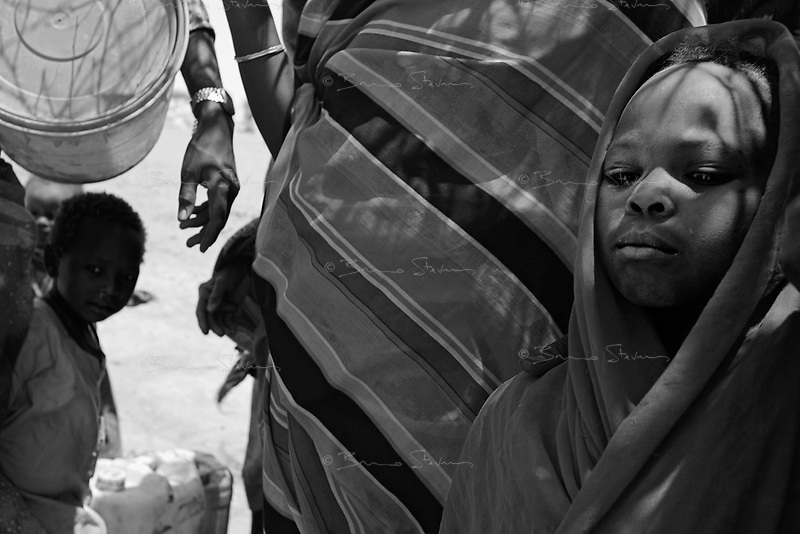 Bahai, Eastern Tchad, June 10, 2004.Hamila, right, is one of approximatively 6000 Sudanese refugees who have been living for over 4 months in makeshift shelters in Wadi Howa, marking the border between Tchad and Sudan, without hardly any outside help.