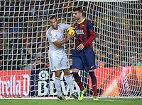 FUSSBALL  INTERNATIONAL  PRIMERA DIVISION  SAISON 2013/2014   10. Spieltag  El Clasico   FC Barcelona - Real Madrid         26.10.2013 Gerard Pique (Barca) rangelt nach den Tor zum 2-1 Anschluss mit Jese Rodriguez Ruiz (Real Madrid) um den Ball