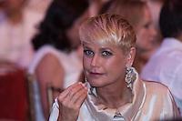 """SAO PAULO, SP, 15.12.2014. NATAL DO BEM. A apresentadora Xuxa Meneghel durante o evento """"Natal do Bem"""" promovido pelo Lide (Grupo de Lideres Empresariais). Com a venda de mesas para o jantar e rifas, o Lide arrecada fundos para ajudar financeiramente organizações não governamentais. No Hotel Hyatt na região sul de Sao Paulo, na noite desta segunda-feira, 15. (Foto: Adriana Spaca/Brazil Photo Press)"""