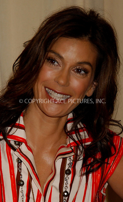 WWW.ACEPIXS.COM . . . . . ....NEW YORK, MAY 11, 2006....Teri Hatcher at Barnes and Noble siging copies of her new book'Burnt Toast'.....Please byline: KRISTIN CALLAHAN - ACEPIXS.COM.. . . . . . ..Ace Pictures, Inc:  ..(212) 243-8787 or (646) 679 0430..e-mail: picturedesk@acepixs.com..web: http://www.acepixs.com