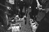 Milano, quartiere Bovisa. Un gruppo di writers viene incaricato da Triennale Bovisa di dipingere i muri lungo la ferrovia presso la stazione --- Milan, Bovisa district. A group of writers is commissioned by Triennale Bovisa to paint the walls along the railway near the station