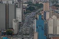 SÃO PAULO, SP, 12.11.2014 - TRÂNSITO/ SÃO PAULO -  Vista aérea do trânsito na Av. Tiradentes, região central de São Paulo, na tarde desta quarta - feira (12). (Foto: Taba Benedicto/ Brazil Photo Press)